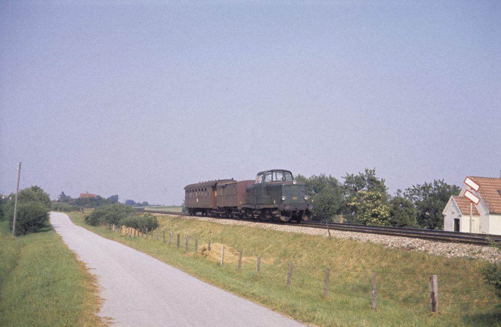 MT med godsvogn og passagervogn